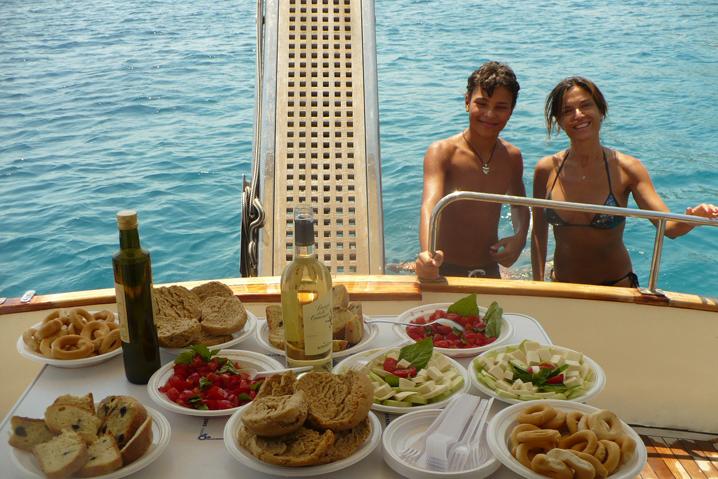 degustazione dei prodotti tipici a bordo